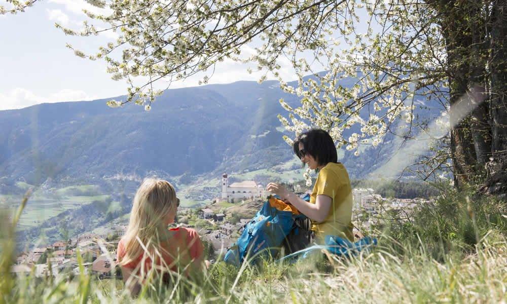 Urlaub im April: an Ostern den Frühling in Südtirol genießen