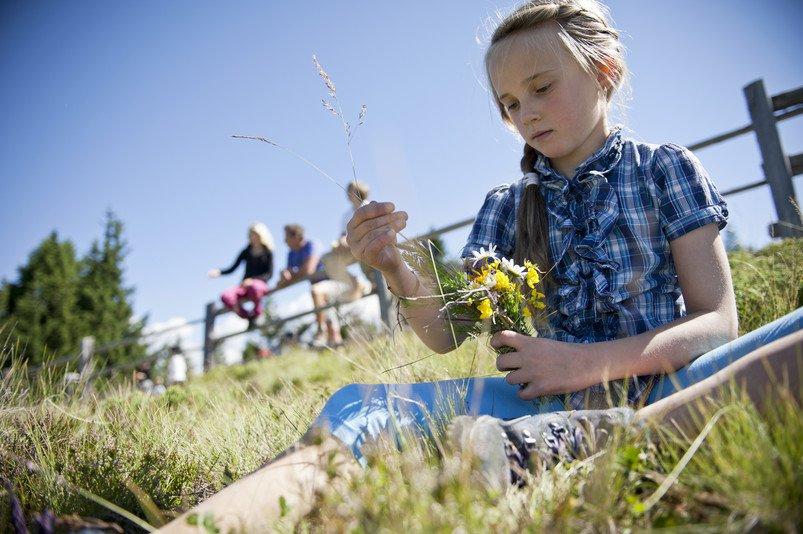 .Entspannte Urlaubstage finden Familien auf den Hochweiden im sommerlich-sonnigen Eisacktal.